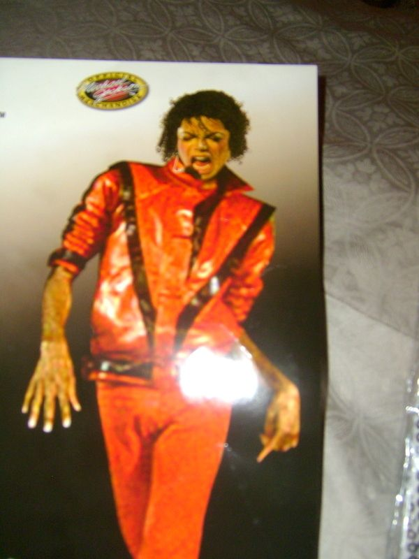 MICHAEL JACKSON THRILLER RED JACKET & GLOVE COSTUME, THEATER, FUN